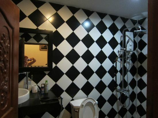 Sary's Guesthouse : The bathroom