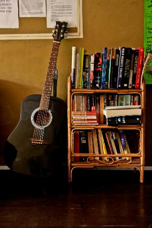Wo Jia Lodge: books, guitar at the living room