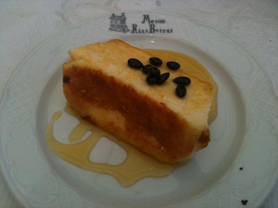 Mesón Rías Baixas: Pudin de queso tierno de cabra de Menorca