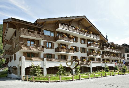 Hotel Au Coeur du Village: facade extérieure