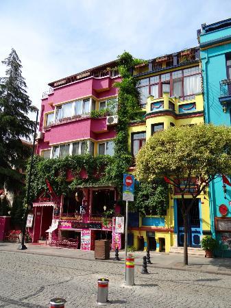 Otel Han: Hotel, Strassenseite