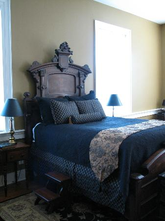 Hale Springs Inn: The James Woods Rogan room (peeked into some open rooms to snap pix)