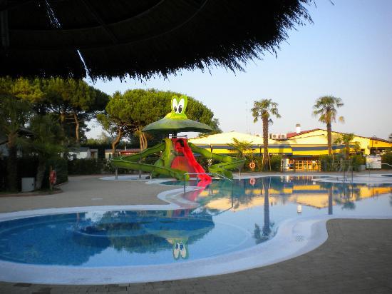 Vela Blu Camping Village : Piscina
