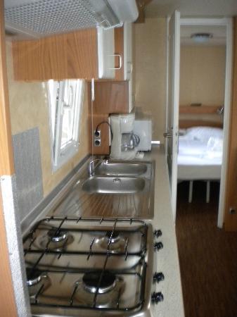 Vela Blu Camping Village : Interno della Maxi caravan Gold Holiday