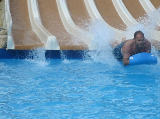 Magaluf, Spain: Slides were great...hardly any line and good for ages 5 and up!