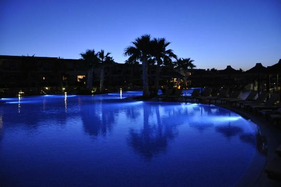 Stella Palace Resort & Spa: Vue piscine soir