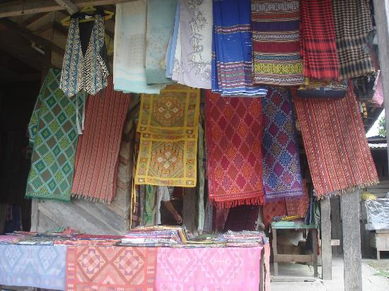 Zamboanga City, Filipinas: Weaved Fabrics for sale