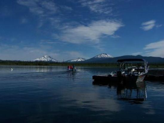 Crane Prairie Reservoir Campground: View leaving the docks