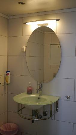 Skuteviken Guesthouse: bathroom