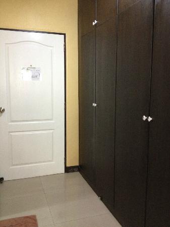 نونجكاي سيتي هوتل: 入口、クローゼット 