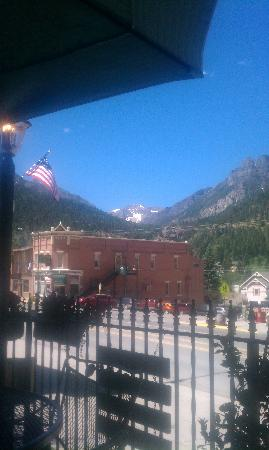 Timberline Deli of Ouray : What a lovely place to have lunch. Charming!