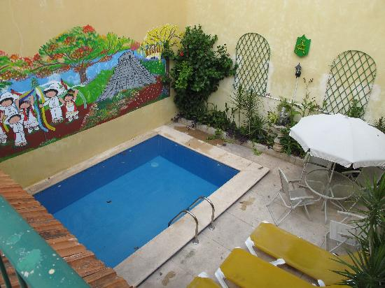 62 St. Guest House: piscina