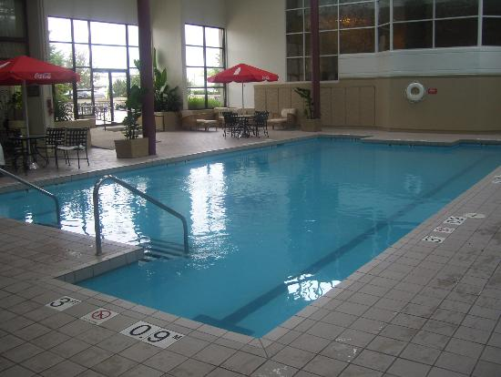 Crowne Plaza Chicago O'Hare: good pool