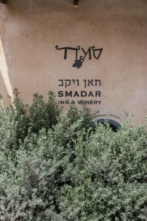 Smadar-Inn: Charming sign