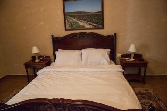 Smadar-Inn: Our bed