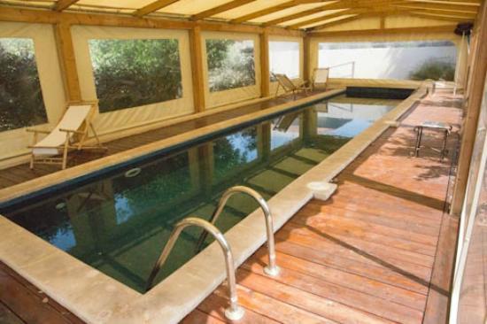 Smadar-Inn: covered swimming pool