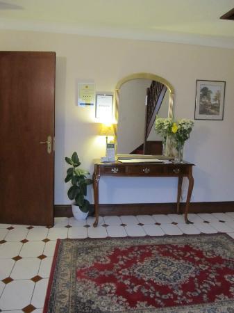 The Claddagh Guest House: Lobby