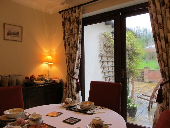 The Claddagh Guest House: Dining room
