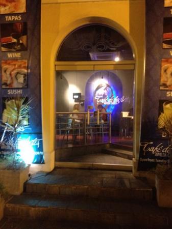 Cafe de Las Artes: exterior
