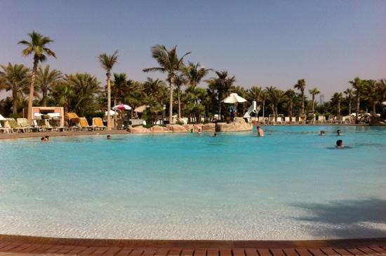 Zero entry pool picture of atlantis the palm dubai for Atlantis piscine