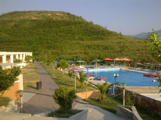 Hotel Edva: pool and hotel grounds