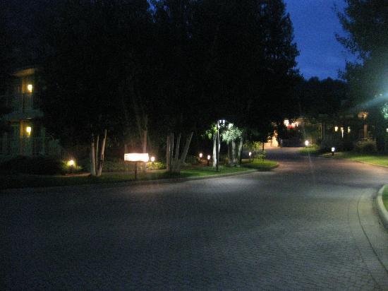 Best Western Antlers: Main hotel drive