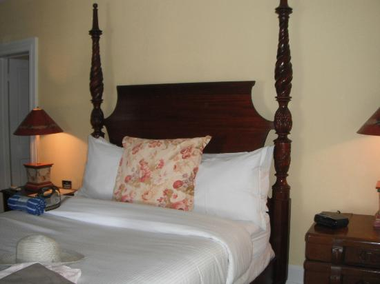 The Weatherstation Inn: Great bed!