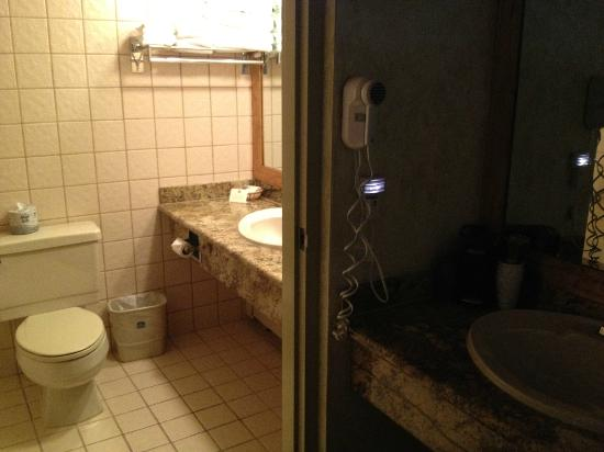 Best Western Antlers: Seperate sinks and a night light!