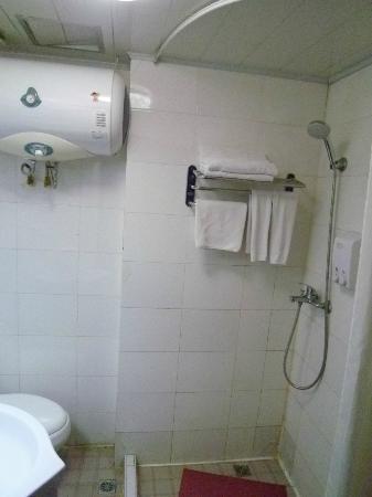 Jinghan Haoting Hotel : バスルーム 設備は古い