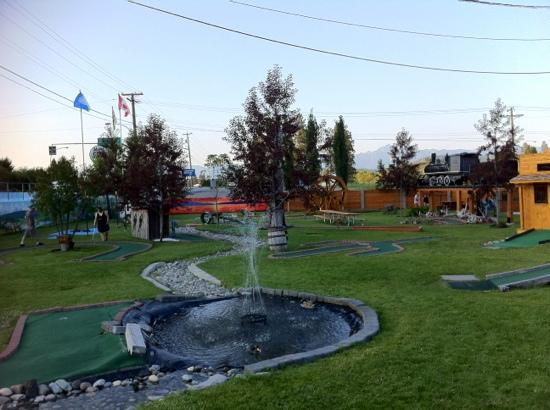 Elizabeth Lake Lodge: mini golf at ELL, kids loved it!