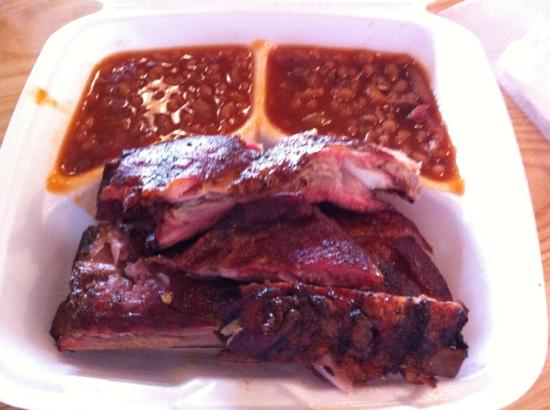 Big Mike's BBQ Smokehouse: Rib plate with double beans