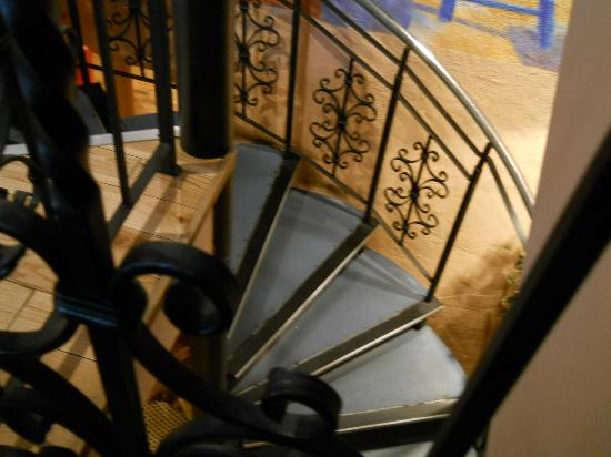 Kafeneon: Stairs to the second level