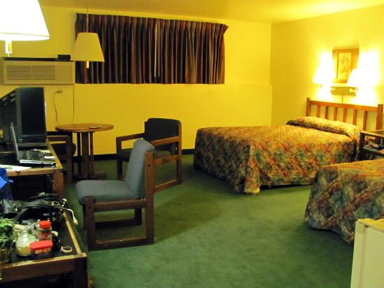 Wilderness Inn: Huge Room