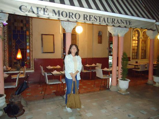 Cafe Moro Restaurante: outdoor patio dining area
