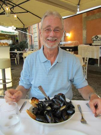 San Rocco Restaurant Bar: Peppered mussels; delicious.