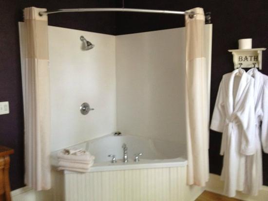 Brayton Bed and Breakfast: Bath