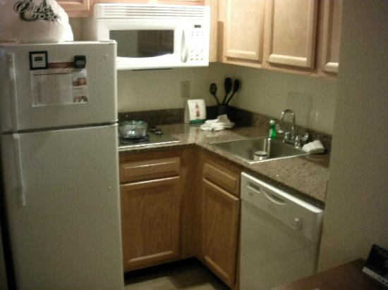 Staybridge Suites near Hamilton Place: kitchenette