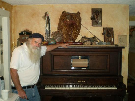 Sulphur Springs Inn: Charlie and the player piano
