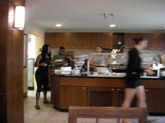 Staybridge Suites near Hamilton Place: wifey at breakfast bar