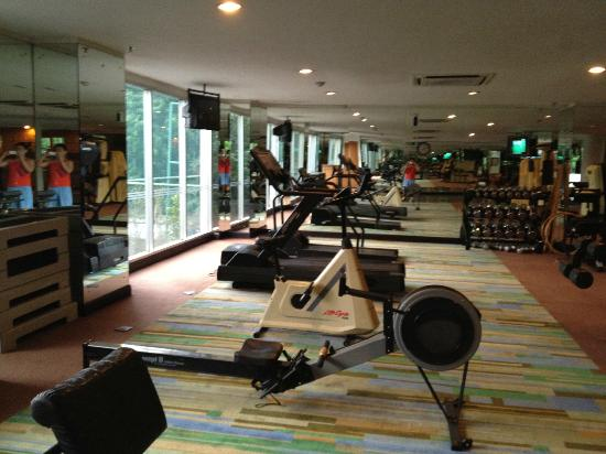 Hotel Santika Premiere Slipi: Only 2 threadmills for gym