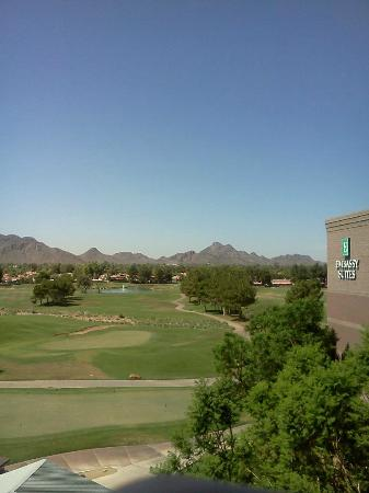 Embassy Suites by Hilton Phoenix-Scottsdale: View from Balcony (5th Floor)