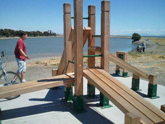 The Marina Inn on San Francisco Bay: Park/walking trail with exercise equipment along the way