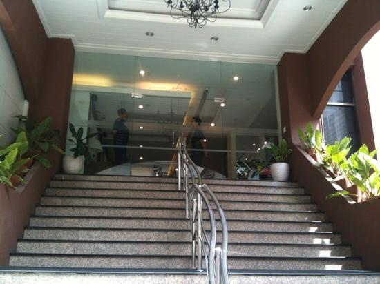 FuramaXclusive Sukhumvit: the entrance to the building