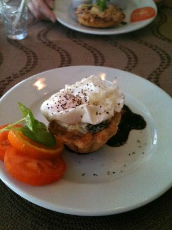 The Carmel Bistro: Started or Creamed Leek Tartlett with Poached Egg