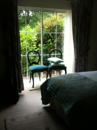 Grove Lodge Riverside Guest House: room 9 window seats