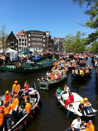 Bees B&B: Queens Day celebrations on Prinsengracht