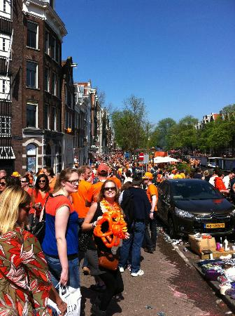 Bees B&B: Prinsengracht during Queens Day celebrations