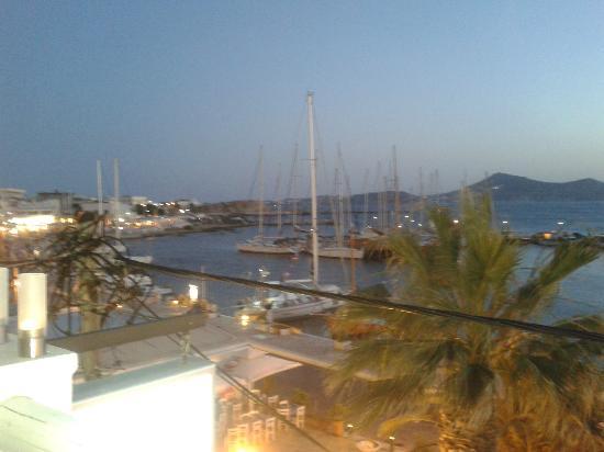 Vista del Puerto de Naxos desde la terraza de Anda Jaleo