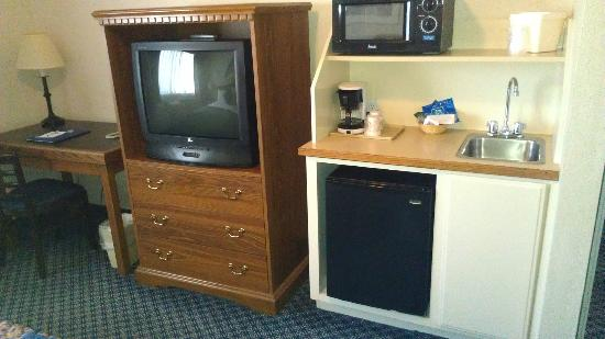 Charter Inn & Suites: tv
