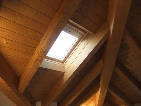 Residenza XX Settembre: Потолочное окно с электрическими жалюзями